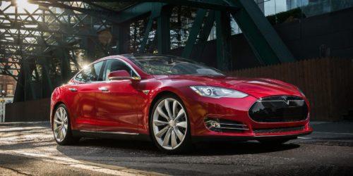 """Tesla Model S met """"UHFS"""" audio"""